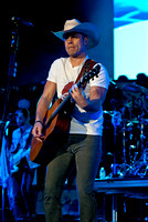 Dustin Lynch - April 14, 2016